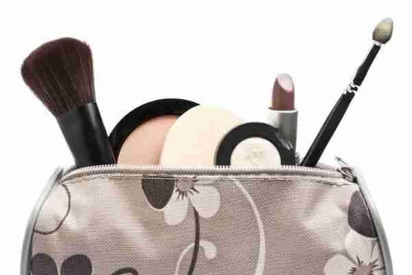مشروع تصنيع وتوزيع حقائب مستحضرات التجميل
