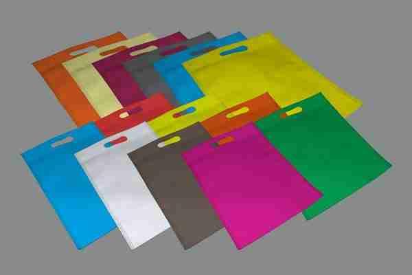 مشروع تصنيع شنط الهدايا والدعاية من قماش الجوخ