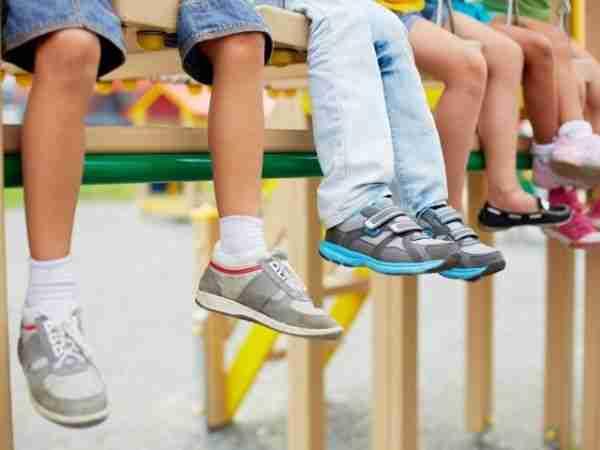 متجر صغير لبيع أحذية الأطفال